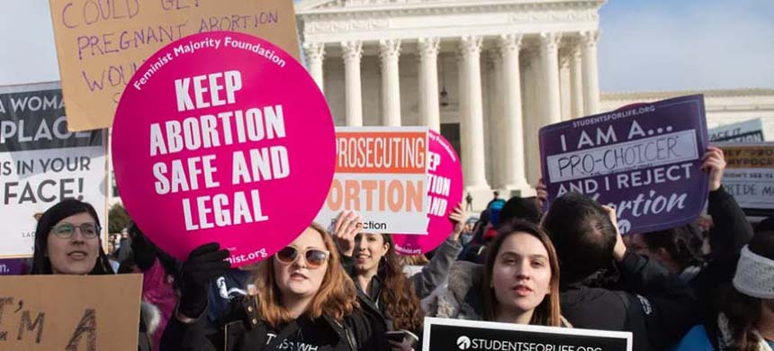 On January 19, 2019, protesters advocating for and against abortion access demonstrate at the U.S. Supreme Court in Washington D.C.  (photo: Saul Loeb/AFP/Getty Images)