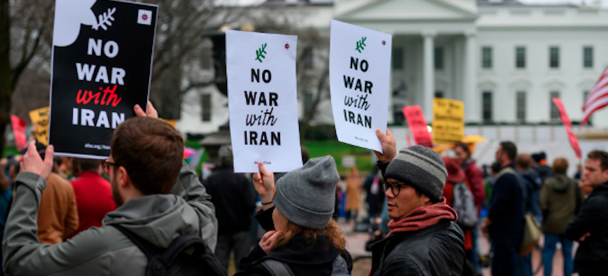 Anti-war activists protest in front of the White House in Washington, D.C., January 4, 2020. (photo: Andrew Caballero-Reynolds/AFP/Getty Images)