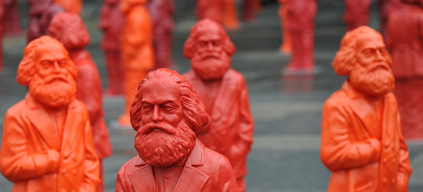 Sculptures of Karl Marx, installation by the artist Ottmar Hörl. (photo: AIER)