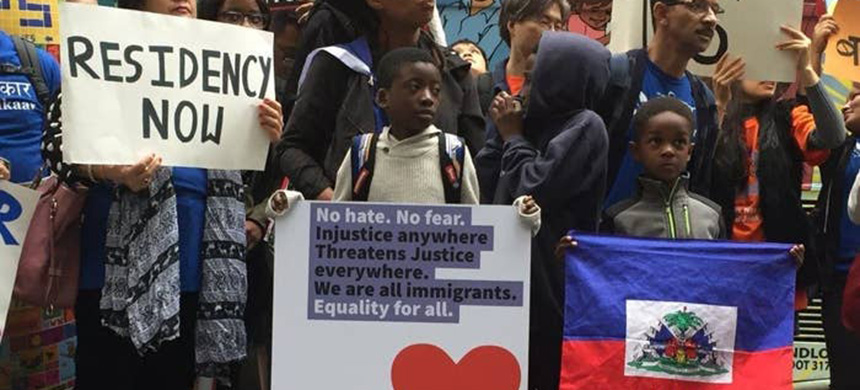 A rally in support of immigrants. (photo: Laura Bonilla Cal/Getty Images)