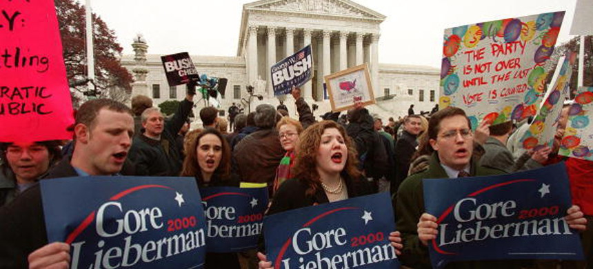 Supporters of Al Gore and George W. Bush gather in front of the Supreme Court in December, 2000. (photo: Manny Ceneta/Getty)