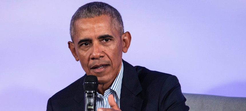 Former president Barack Obama has mostly remained out of the public fray since leaving office. (photo: Ashlee Rezin Garcia/AP)